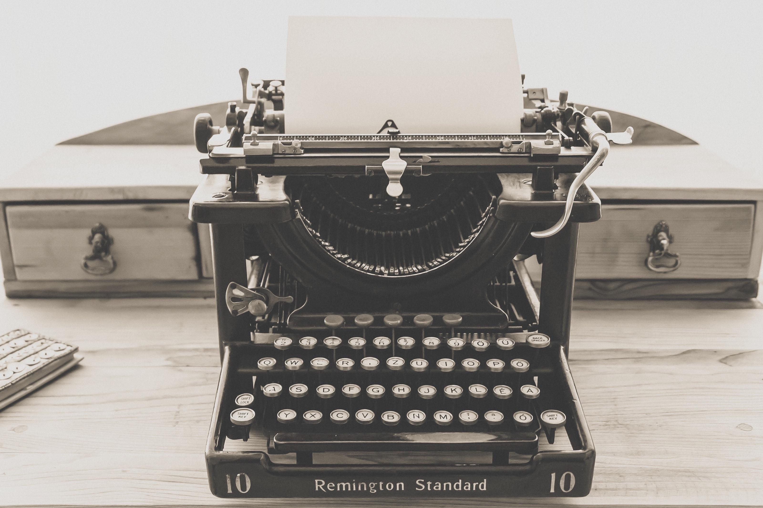 typewriter-1248088
